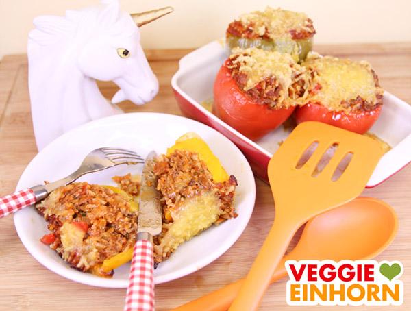 Fertig gebackene vegane gefüllte Paprikaschoten