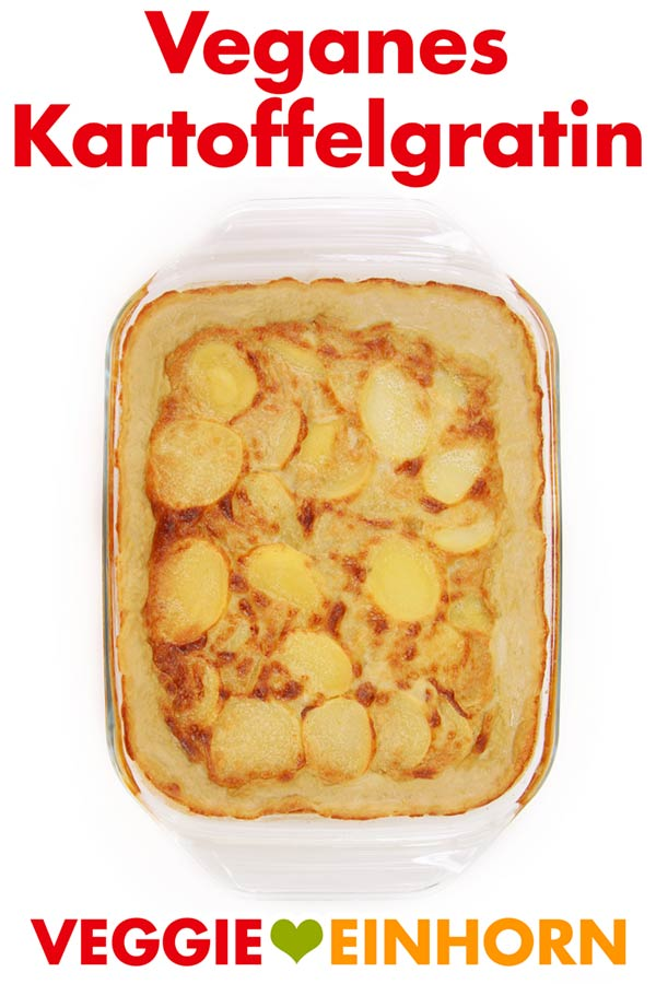 Einfaches Rezept für leckeres veganes Kartoffelgratin aus dem Backofen. Goldbraun überbacken, cremig und herzhaft. Perfektes Essen für ein veganes Menü zu Weihnachten. Vegan kochen mit #VeggieEinhorn