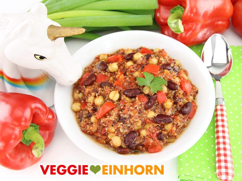 Veganer Kichererbsen-Quinoa-Eintopf mit Kidneybohnen und Paprika