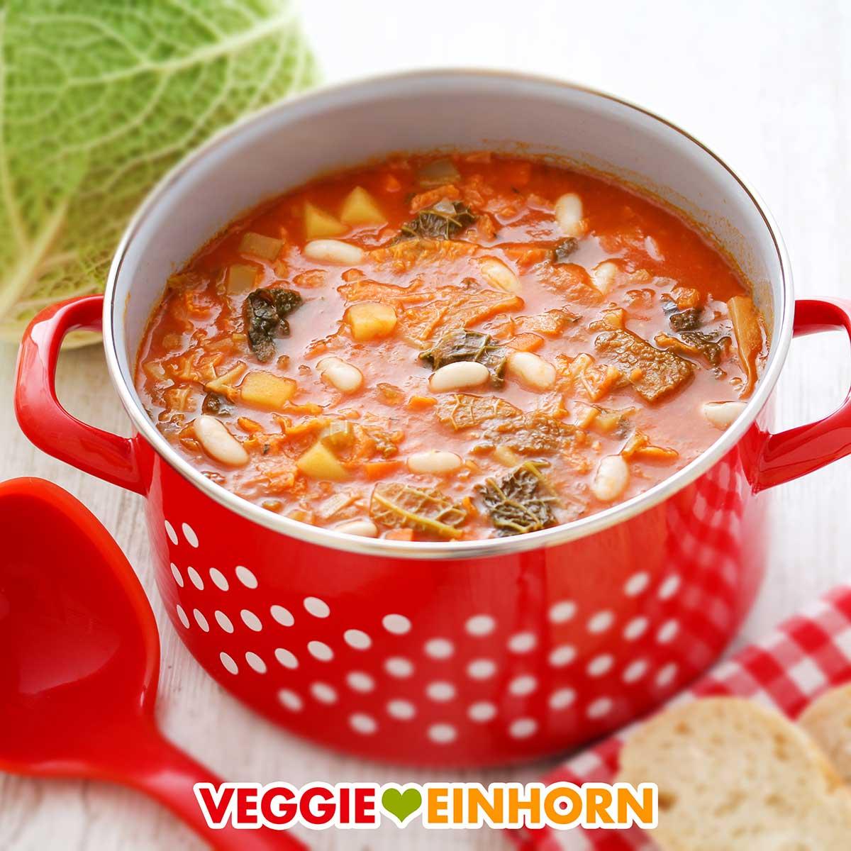 Toskanische Ribollita in einem Suppentopf