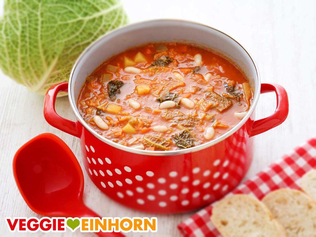 Ribollita Suppe in einem Topf