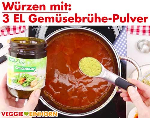 Rote Linsen Suppe würzen mit veganer Gemüsebrühe