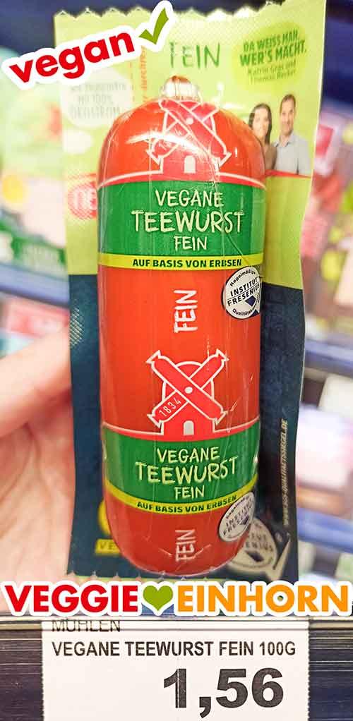 Eine Packung vegane Teewurst im Supermarkt