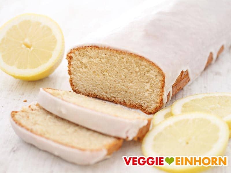 Saftiger veganer Zitronenkuchen mit Guss