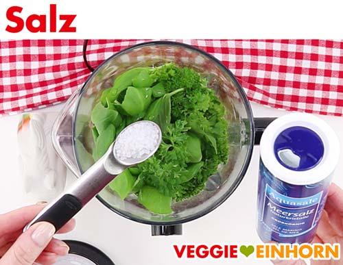 Salz für veganen Cashew-Kräuter-Dip