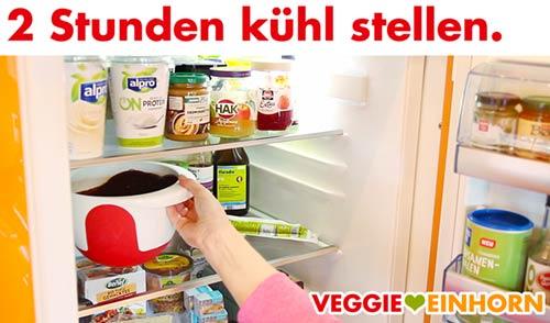 Schoko-Sahnecreme im Kühlschrank abkühlen