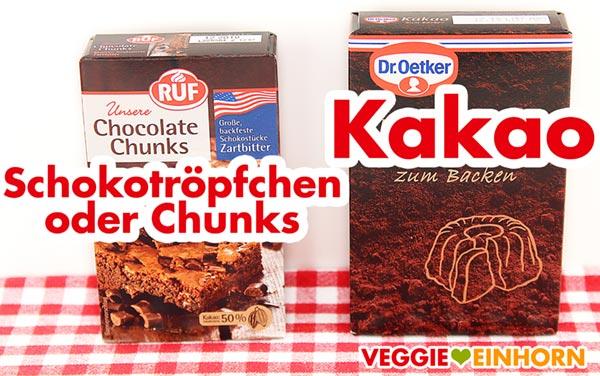 Schokotröpfchen oder Chocolate Chunks und Kakaopulver zum Backen