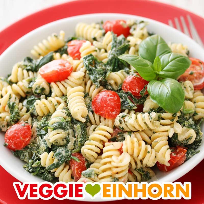 Pasta mit Spinat, Tomaten und Frischkäse