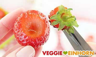 Strunk der Erdbeeren entfernen