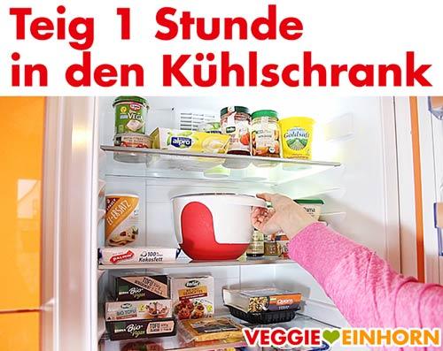Spitzbuben-Plätzchenteig in den Kühlschrank stellen