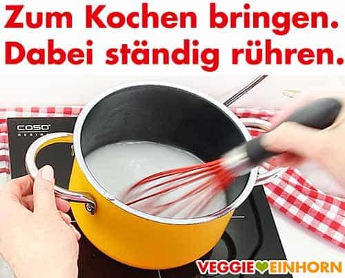 Tortenguss zum Kochen bringen.