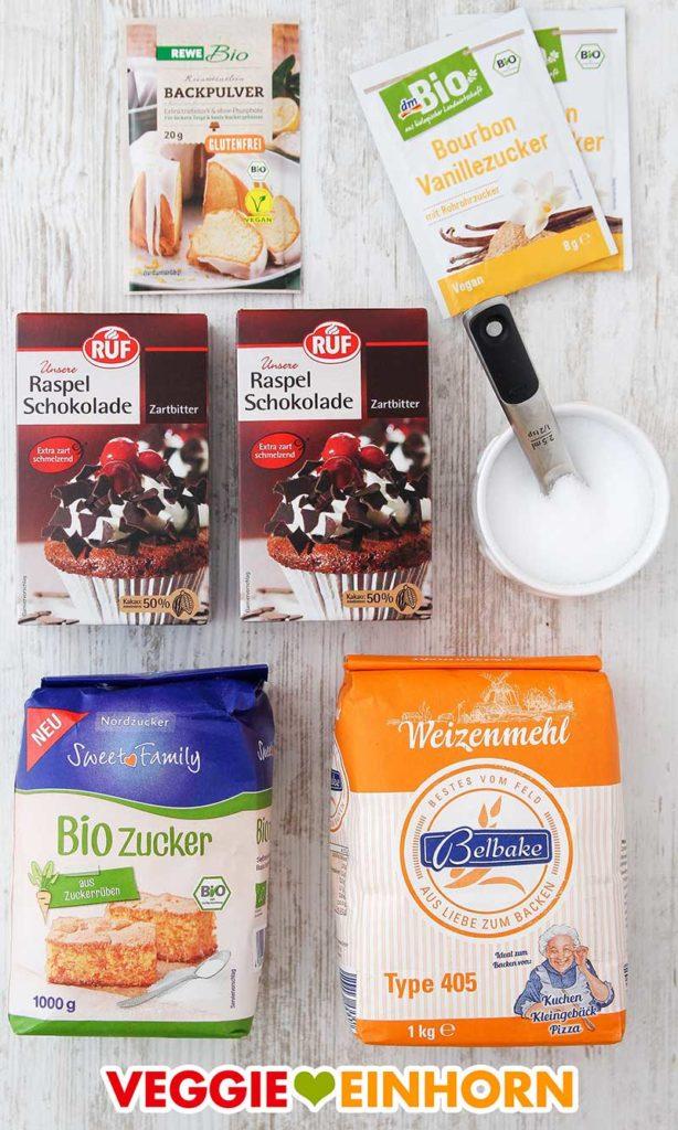 Backpulver, Vanillezucker, Raspelschokolade, Salz, Zucker, Mehl