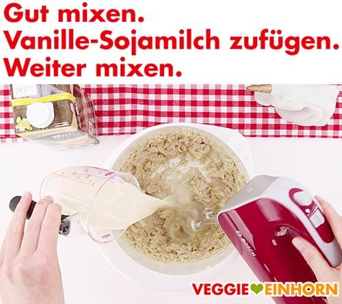 Vanille Sojamilch zufügen und mixen