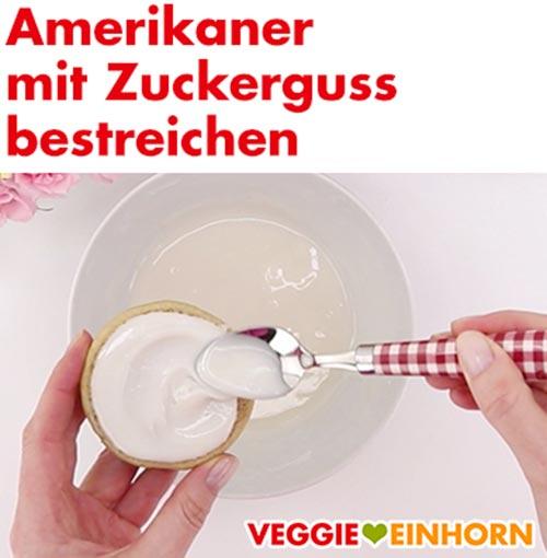 Vegane Amerikaner mit Zuckerguss bestreichen
