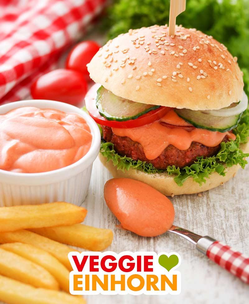 Ein Burger mit veganer Burgersauce