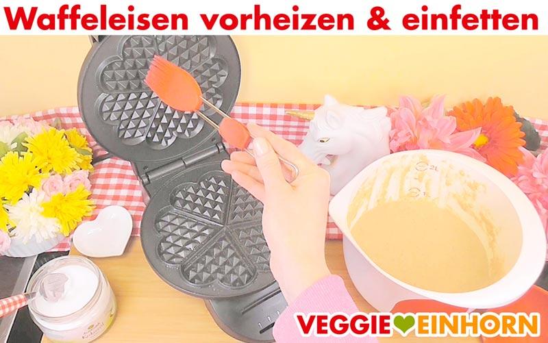 Vegane Waffeln mit Haferflocken und Apfelmus | Waffeln backen vegan | Waffeleisen einfetten
