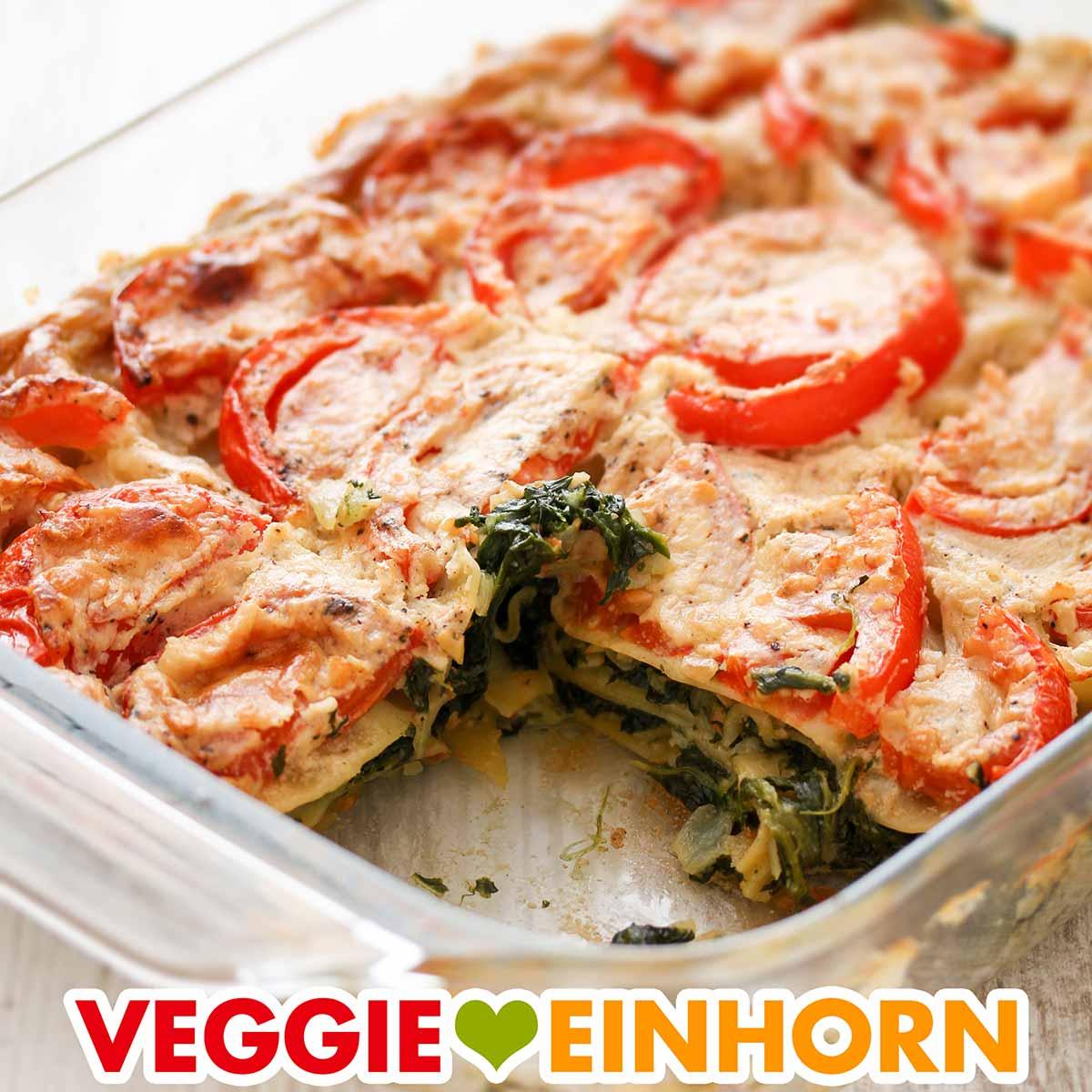 Vegane Lasagne mit Spinat, Cashews und Tomaten