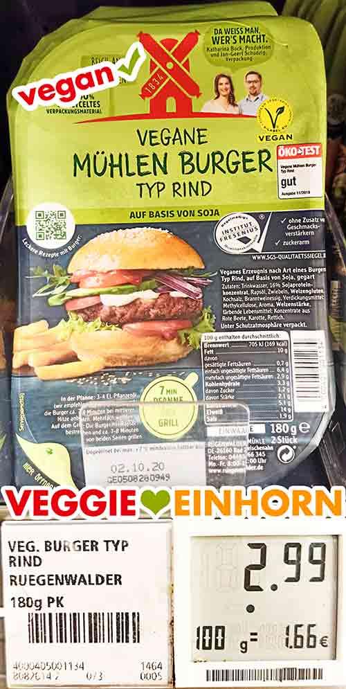 Eine Packung vegane Mühlen Burger Typ Rind im Supermarkt