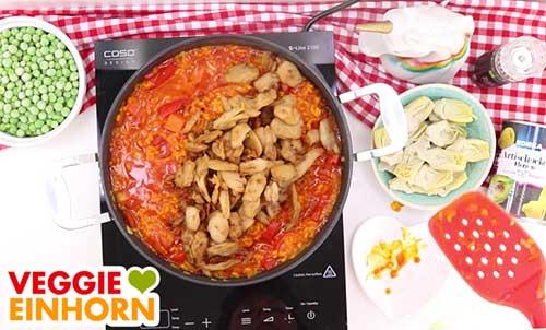 Vegane Paella mit Hühnchen und Gemüse