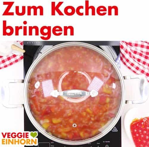 Vegane Paella in Pfanne mit Deckel
