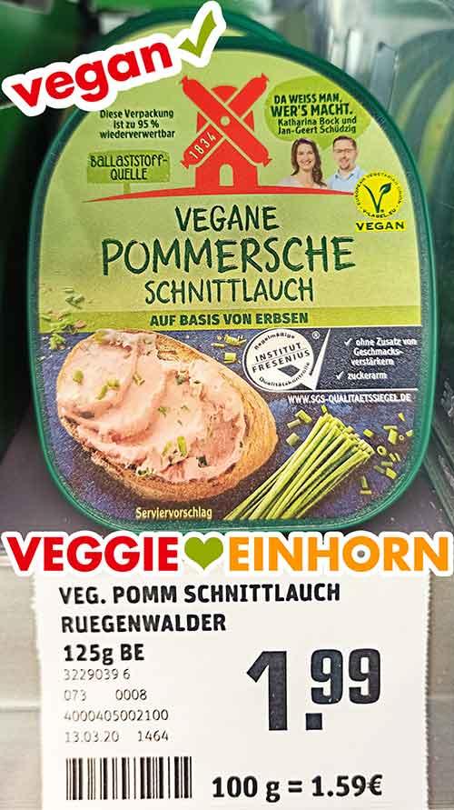 Eine Packung vegane Leberwurst mit Schnittlauch von Rügenwalder Mühle im Supermarkt