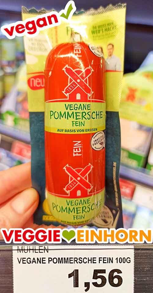 Eine Packung vegane Pommersche Leberwurst im Supermarkt
