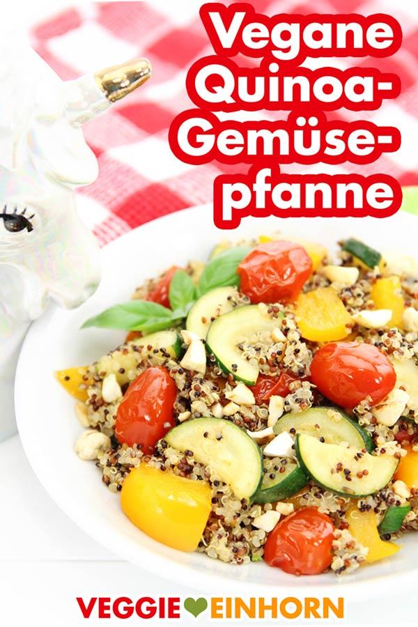 Vegane Quinoa-Gemüse-Pfanne mit Paprika, Zucchini, Tomaten und Cashewkernen