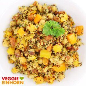 Vegane Quinoa-Pfanne mit Kichererbsen und Paprika