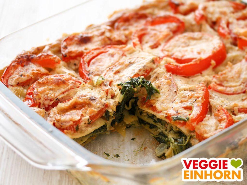 Vegane Spinatlasagne mit Tomaten