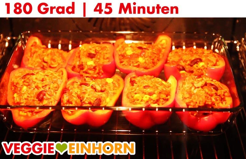 Vegane gefüllte Paprika im Ofen backen