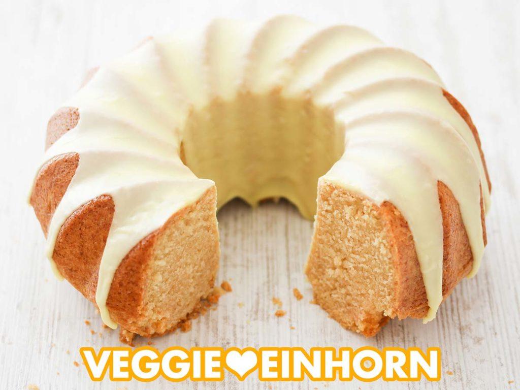 Ein saftiger veganer Eierlikörkuchen