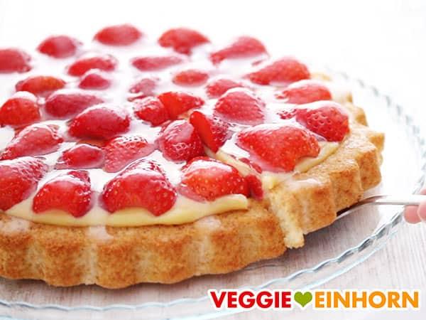 Veganer Erdbeerkuchen mit Vanillepudding