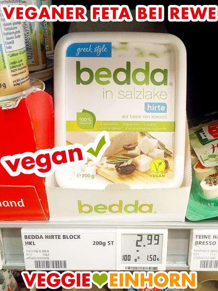Eine Packung veganer Feta im Supermarkt Regal