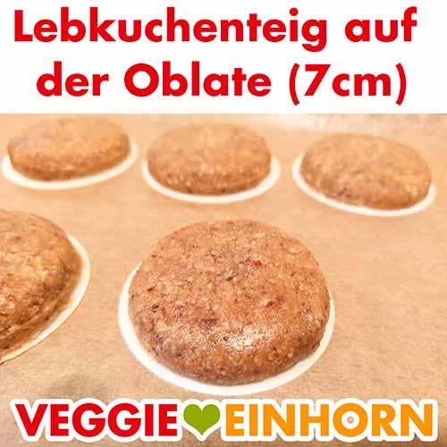 Die veganen Nürnberger Lebkuchen liegen auf dem Backpapier