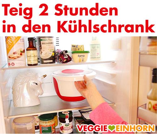 Veganer Plätzchenteig im Kühlschrank kalt stellen