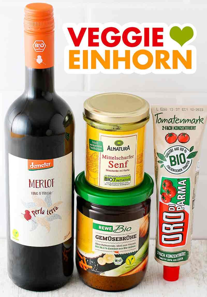 Veganer Rotwein, veganer Senf, Gemüsebrühe und eine Tube Tomatenmark