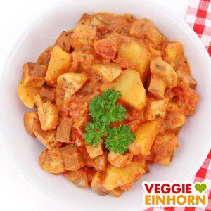 Veganes Gulasch mit Tofu Champignons und Kartoffeln