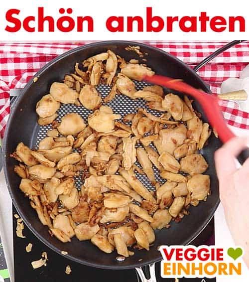Veganes Hähnchenfleisch in Pfanne anbraten