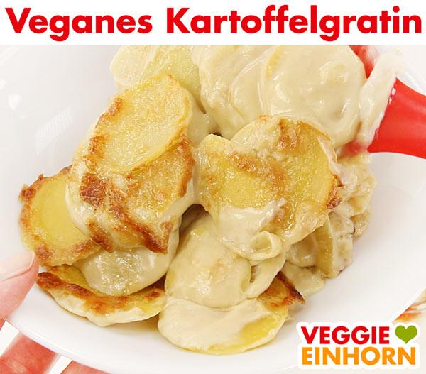 Veganes Kartoffelgratin auf Teller servieren