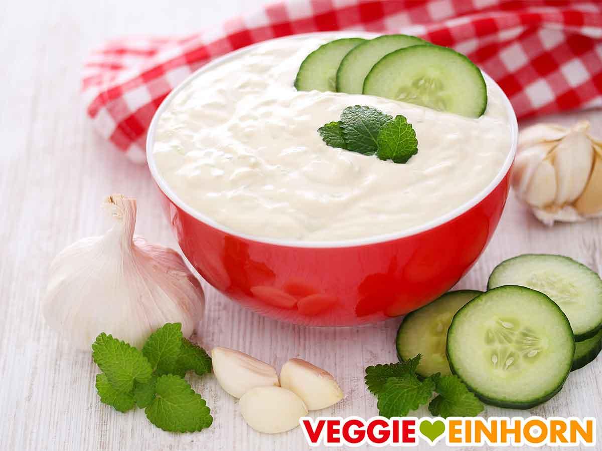 Veganes Tzatziki mit Cashews und Tofu