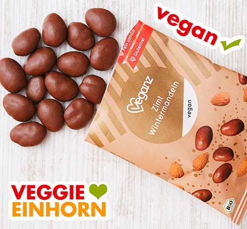 Eine geöffnete Packung vegane Zimt Wintermandeln von Veganz