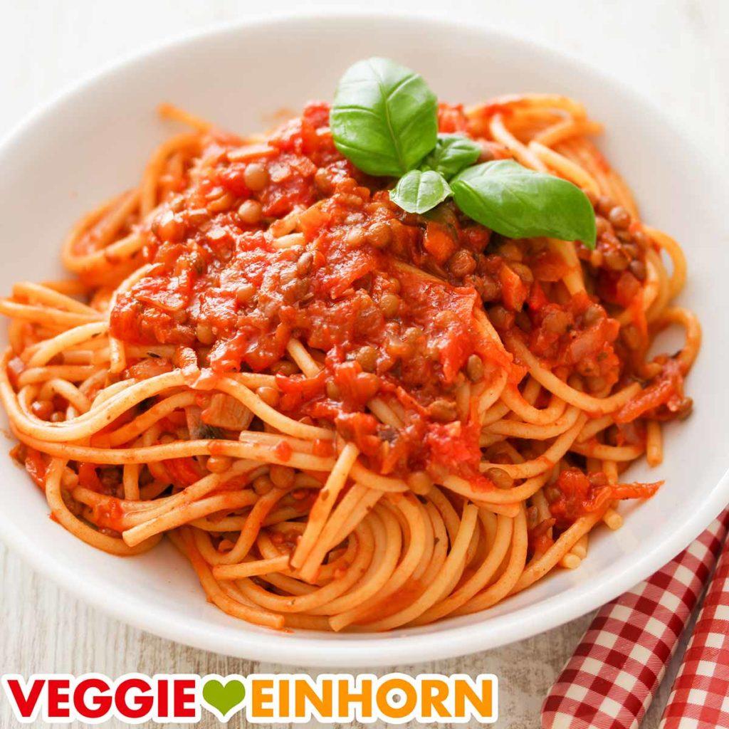 Ein Teller Spaghetti mit Bolognese aus Dosenlinsen