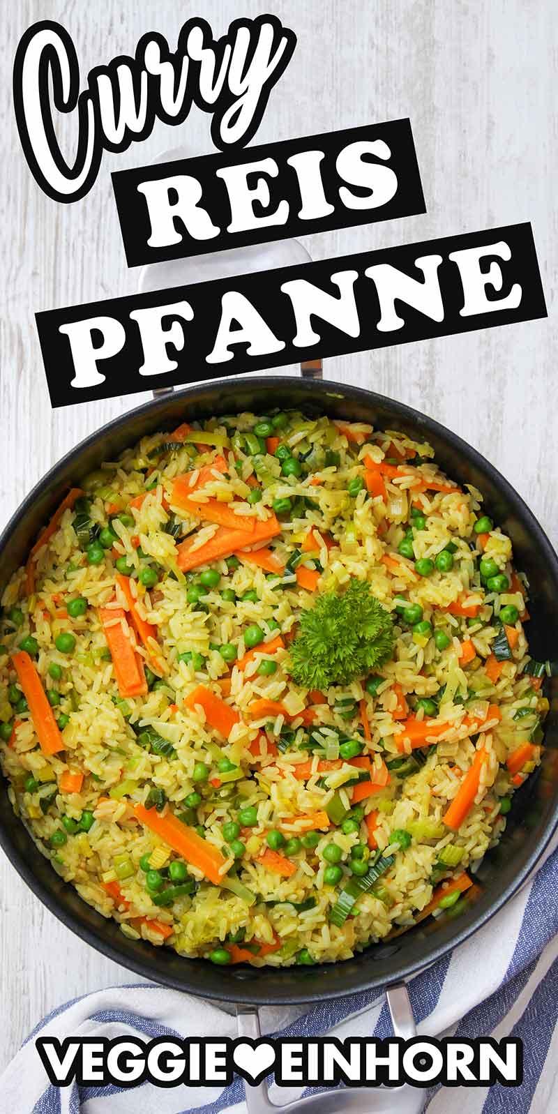 Eine Servierpfanne mit vegetarischer Curry Reis Pfanne