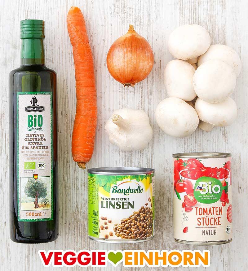 Olivenöl, Möhre, Zwiebel, Knoblauch, Champignons, Dose Linsen, Dose Tomaten