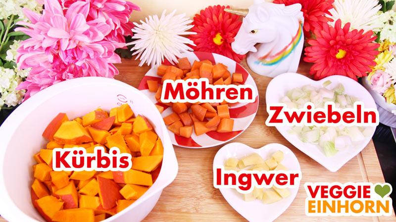 Vorbereitetes Gemüse für Kürbissuppe mit Möhren und Ingwer