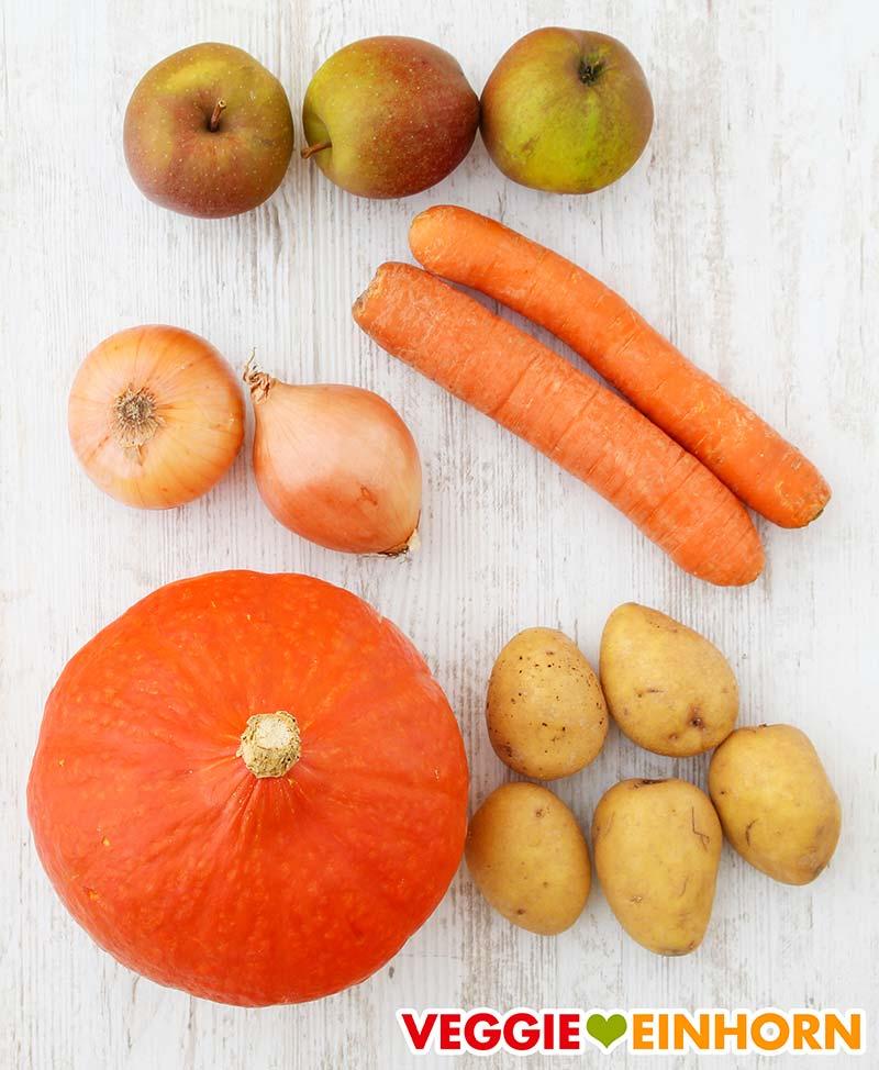 Gemüse für Kürbissuppe mit Apfel