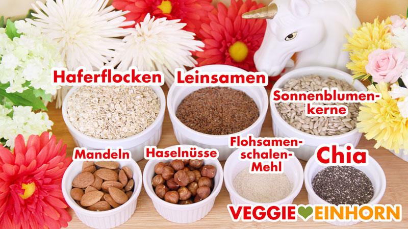 Zutaten für glutenfreies Brot mit Nüssen, Kernen und Samen