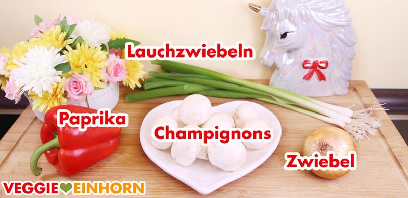Rote Paprika, frische Champignons, Lauchzwiebeln