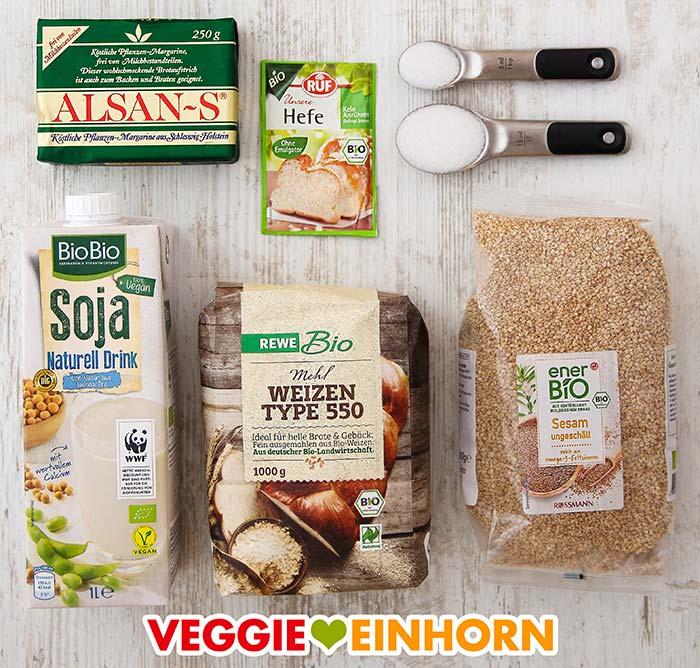 Margarine, Tockenhefe, Salz, Zucker, Sojamilch, Mehl, Sesam