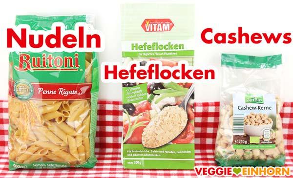 Zutaten für veganen Nudelauflauf - Nudeln, Hefeflocken, Cashews